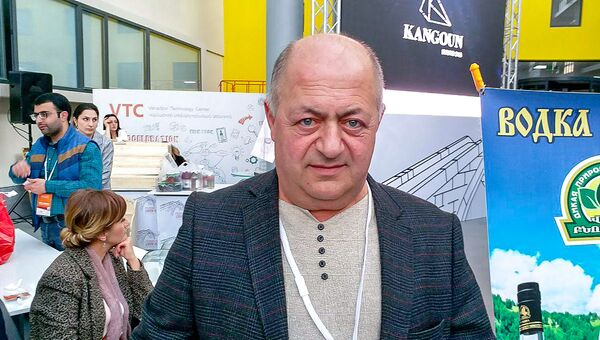 Производитель варенья и водки из сосновых шишек Александр Григорян - Sputnik Армения