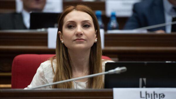 Руководитель фракции Мой шаг Лилит Макунц на пленарном заседании Парламента Армении (5 марта 2019). Еревaн - Sputnik Армения
