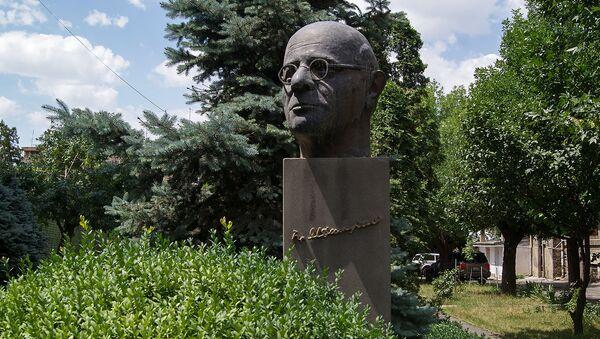Бюст Грачьи Ачаряна - Sputnik Армения