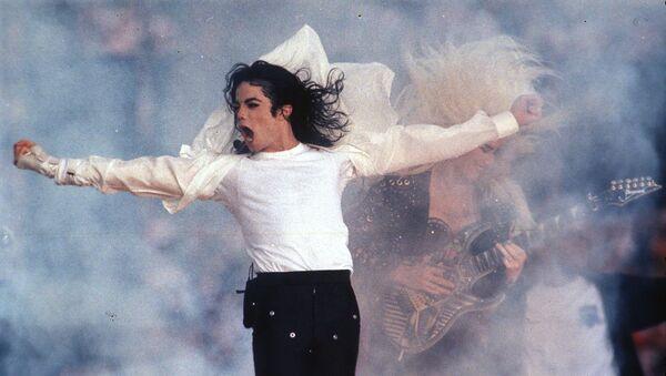Выступление поп-звезды Майкла Джексона во время шоу в перерыве на Super Bowl (1 февраля 1993). Пасадена, Калифорния - Sputnik Արմենիա