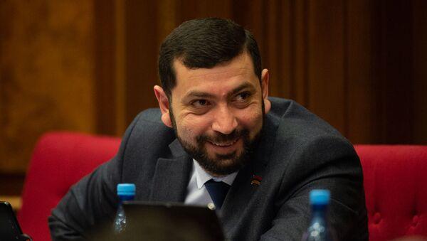 Депутат от фракции Мой Шаг Рустам Бакоян на пленарном заседании Парламента Армении (5 марта 2019). Еревaн - Sputnik Армения