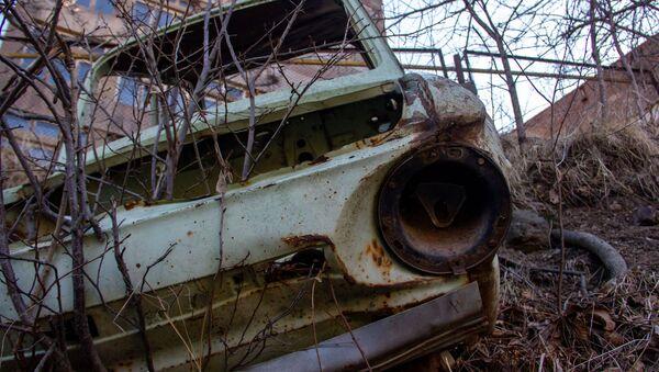 Ржавый автомобиль в Горисе - Sputnik Армения