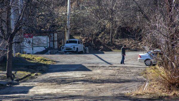 Ржавый автомобиль на улице Сюника, Горис - Sputnik Армения