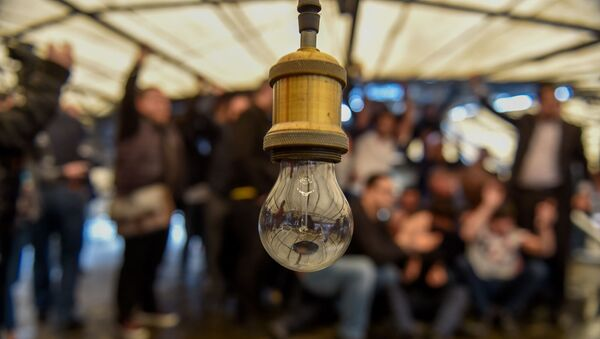 Противники сноса кафе на площади Свободы под куполом кафе (14 марта 2019). Еревaн - Sputnik Արմենիա