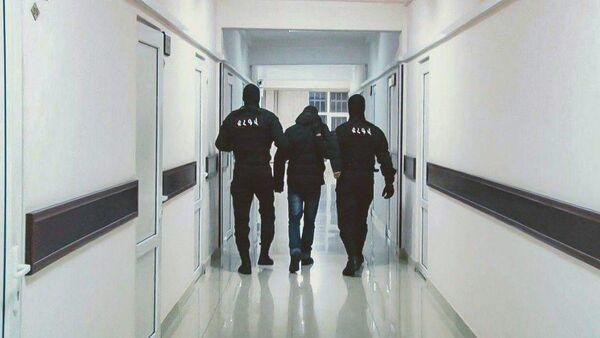 Сутрудники полиции задержали подозреваемого в преступлении - Sputnik Армения