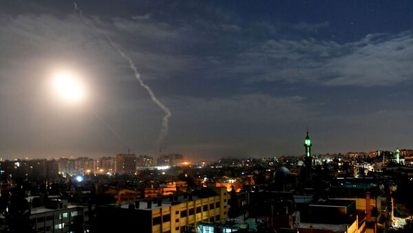 Ракеты, летящие в небе рядом с международным аэропортом в Дамаске (21 января 2019). Сирия - Sputnik Արմենիա