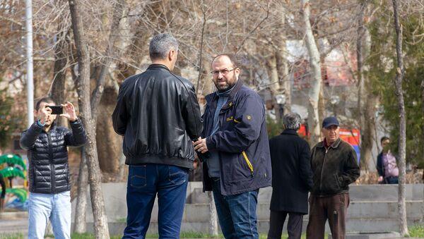 Министр охраны природы РА Эрик Григорян на субботнике (23 марта 2019) Ереван - Sputnik Արմենիա
