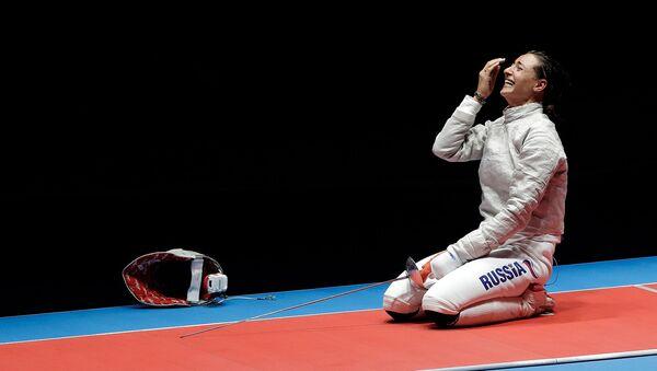 Реакция Яны Егорян после поединка с Софьей Великой в финале женского индивидуального фехтования на летних Олимпийских играх 2016 (8 августа 2016). Рио-де-Жанейро - Sputnik Армения