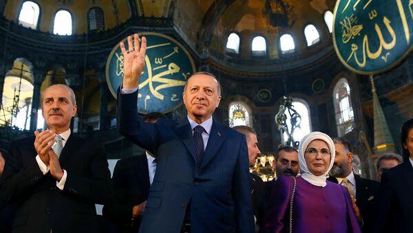 Президент Турции Реджеп Тайип Эрдоган с супругой Эмине в соборе Святой Софии (31 марта 2018 ). Стамбул - Sputnik Армения