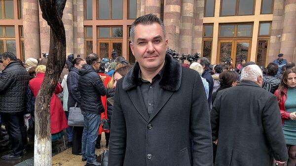 Армен Саркисян на акции протеста у Дома правительства (1 апреля 2019). Еревaн - Sputnik Արմենիա