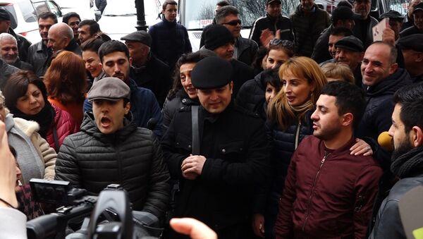 Сотрудники Оперы и деятели искусства провели акцию протеста перед зданием правительства.  - Sputnik Армения