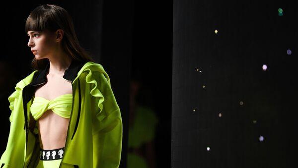 Демонстрация одежды дизайнера Беллы Потемкиной / Bella Potemkina на площадке Mercedes-Benz Fashion Week Russia (1 апреля 2019). Москвa - Sputnik Արմենիա