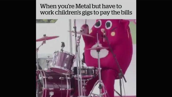 Рок-барабанщик на детском утреннике - Sputnik Армения