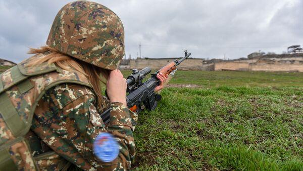 Эксклюзивное фото девушки-снайпера ВС Армении - Sputnik Армения