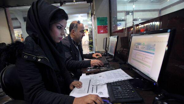 Пользователи интернет-кафе в Тегеране - Sputnik Армения