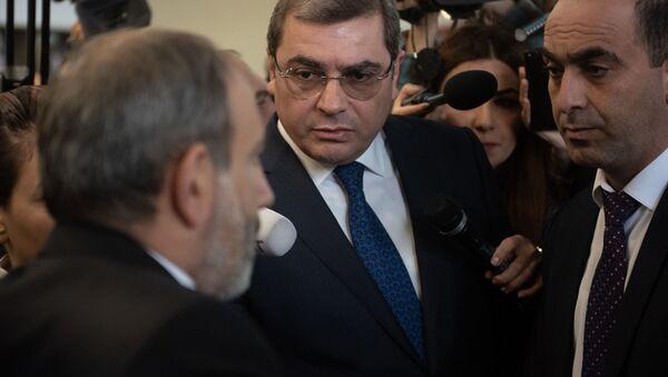 Премьер-министр Армении Никол Пашинян на Араратском таможенном терминале (9 апреля 2019). Еревaн - Sputnik Արմենիա