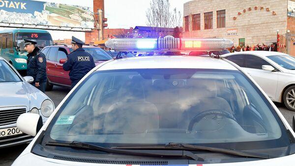 Полиция остановила лихача, нарушившего правила дорожного движения на автотрассе М4 (9 апреля 2019). Котайк - Sputnik Արմենիա