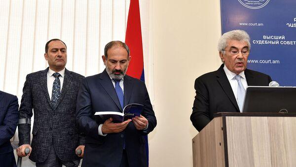 Премьер-министр Никол Пашинян принял участие на торжествах по случаю годовщины Высшего судебного совета (10 апреля 2019). Еревaн - Sputnik Армения