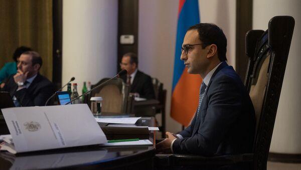 Вице-премьер Тигран Авинян на заседании правительства Армении (11 апреля 2019). Еревaн - Sputnik Արմենիա