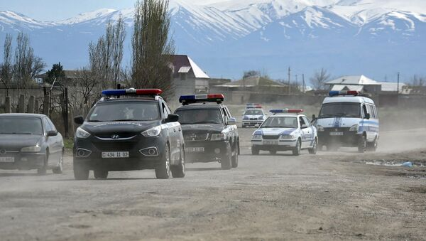Сотрудники полиции в селе Зартонк (13 апреля 2019). Армавир - Sputnik Армения