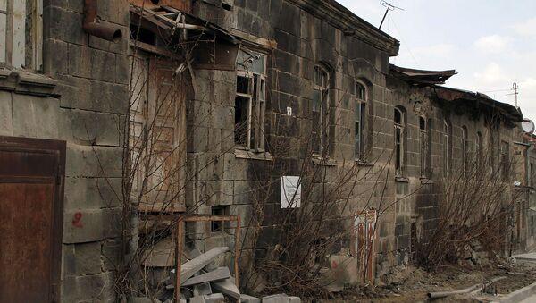 Обрушивающeеся зданиe музея-заповедника Кумайри на улице Шираза, Гюмри - Sputnik Արմենիա