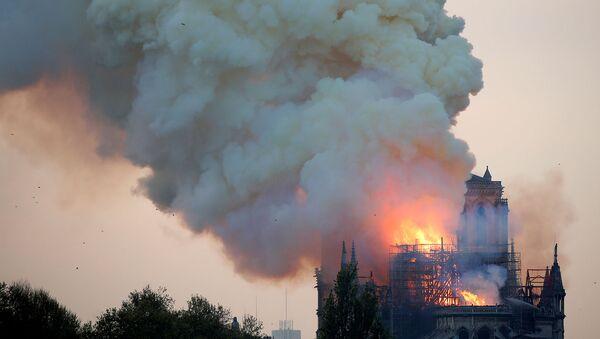 Пожар в соборе Нотр-Дам в центре Парижа (15 апреля 2019). Франция - Sputnik Արմենիա