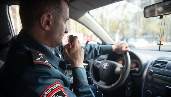 Старший инспектор 8-го взвода 1-го батальона дорожной полиции Армении, капитан Камо Петросян - Sputnik Армения