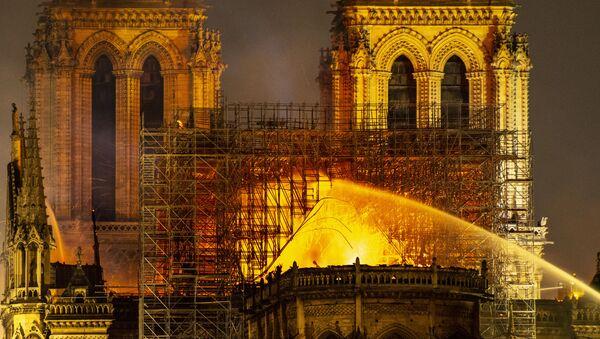 Пожар в соборе Парижской Богоматери - Sputnik Армения