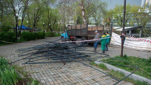 Мэрия Еревана приступила к сносу кафе в Кольцевом парке (17 апреля 2019). Ереван - Sputnik Армения