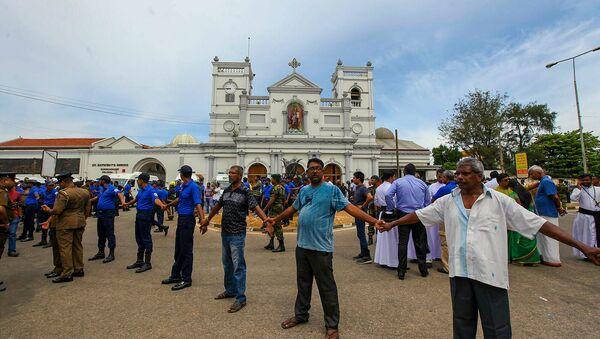 Солдаты армии Шри-Ланки охраняют область вокруг святыни Святого Антония после взрыва в Коломбо (21 апреля 2019). Шри-Ланка - Sputnik Արմենիա