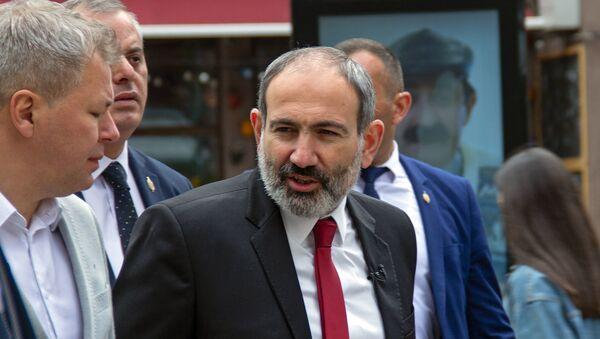 Пашинян с иностранным журналистом - Sputnik Армения
