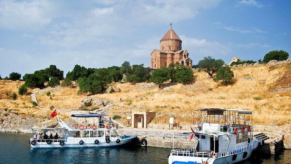 Пристань на острове Ахтамар озера Ван - Sputnik Армения
