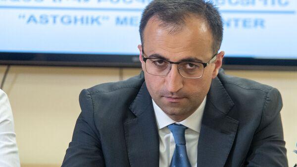Министр здравоохранения Арсен Торосян на пресс-конференции по поводу пересадки печени (25 апреля 2019). Еревaн - Sputnik Արմենիա