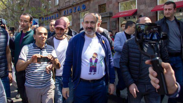 Никол Пашинян на празднике день гражданина в Ереване - Sputnik Армения