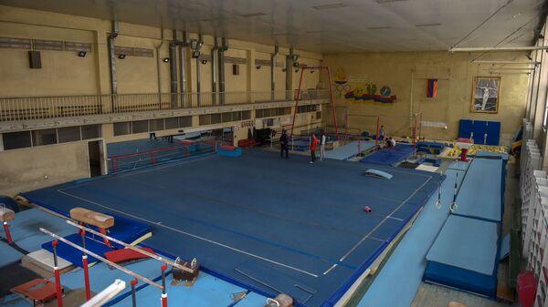 Тренировочный зал в школе олимпийского резерва по гимнастике имени Альберта Азаряна - Sputnik Армения