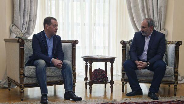 Встреча премьер-министров Армении и России Никола Пашиняна и Дмитрия Медведева (29 апреля 2019). Еревaн - Sputnik Արմենիա