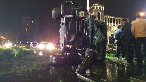 Дорожно-транспортное происшествие на перекрестке улиц Хоренаци и Саркисяна (29 апреля 2019). Еревaн - Sputnik Армения