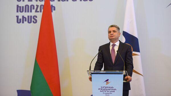 Председатель коллегии ЕЭК Тигран Саркисян на пресс-конференции по итогам заседания Евразийского межправительственного совета (30 апреля 2019). Еревaн - Sputnik Армения