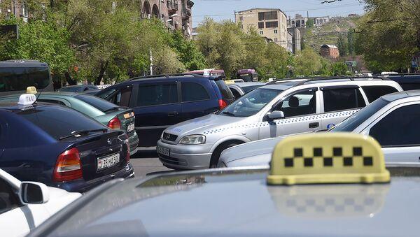 Водители такси заблокировали дорожное движение на улице Абовяна (3 мая 2019). Еревaн - Sputnik Արմենիա