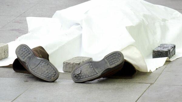 Тело журналиста Гранта Динка возле своего офиса (19 января 2007). Стамбул - Sputnik Армения