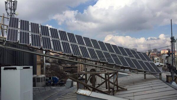Солнечные батареи на крыше Американского Университета в Армении - Sputnik Армения