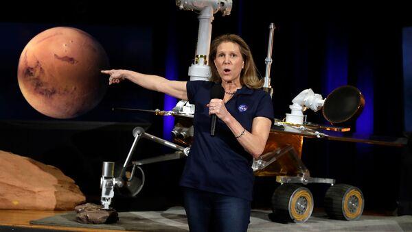 И.о. директора отдела планетарных наук НАСА Лори Глейз, во время брифинга по теме исследования Марса в Лаборатории реактивного движения НАСА (13 февраля 2019). Пасадена, Калифорния - Sputnik Արմենիա