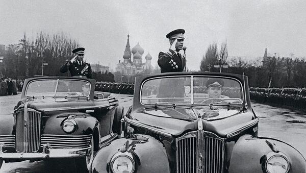 Маршал Амазасп Хачатурович Бабаджанян принимает парад на Красной площади - Sputnik Արմենիա