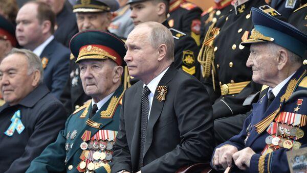 Президент РФ В. Путин на военном параде в честь 74-й годовщины Победы в ВОВ - Sputnik Армения