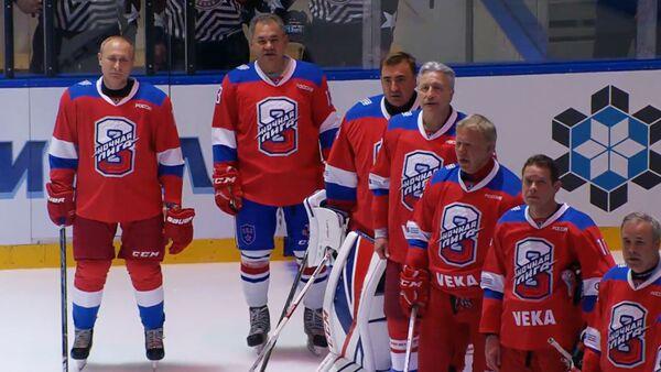 Президент России Владимир Путин забил восемь шайб в ворота противника в гала-матче Ночной хоккейной лиги в Сочи - Sputnik Армения