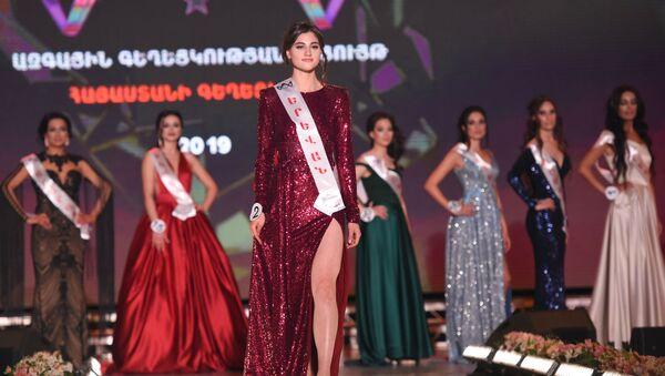 Участница из Еревана Камила Маркарян на Национальном конкурсе красоты (11 мая 2019). Еревaн - Sputnik Армения