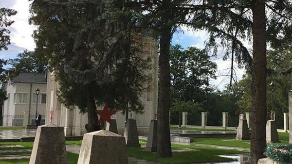 Кладбище советских солдат рядом с храмом святого Архистратига Божия Михаила, Лаа, Австрия - Sputnik Армения