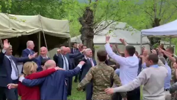 Танец Сержа Саргсяна, Бако Саакяна, Виталия Баласаняна в Карабахе - Sputnik Армения