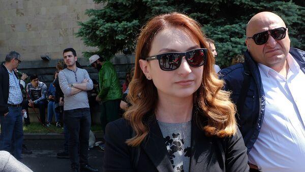 Руководитель фракции Мой шаг Лилит Макунц перед зданием Конституционного суда (20 мая 2019). Еревaн - Sputnik Արմենիա