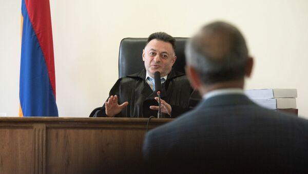 Судья Давид Григорян слушает Роберта Кочаряна во время заседания по делу 1 марта (17 мая 2019). Еревaн - Sputnik Արմենիա